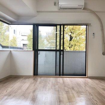 開放感と共にお部屋の広さを出してくれていますね。