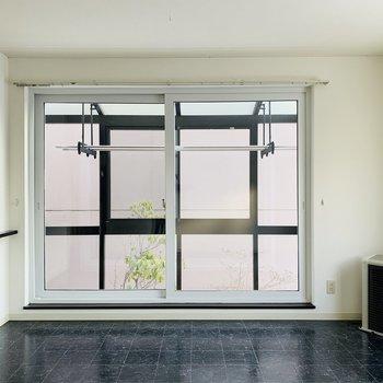 大きな窓!サンルームがついてるんですよ◎