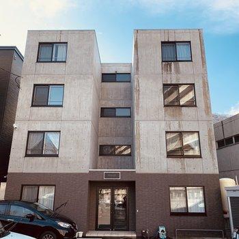 2階から上はコンクリ壁の4階建て