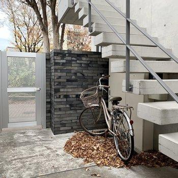 自転車は階段そばに置けますね