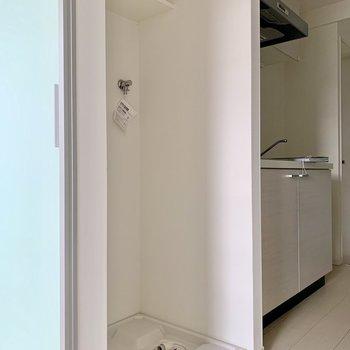 洗濯機置き場上の棚には洗剤が置けますよ