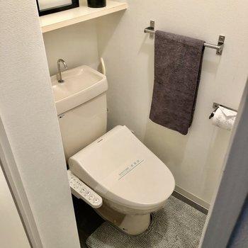トイレはウォシュレット付き。(※写真の小物は見本です)