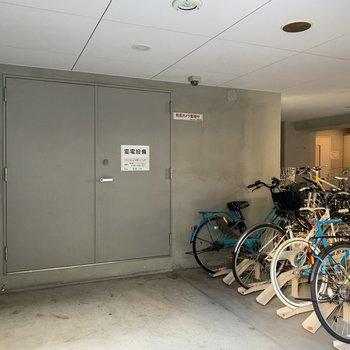 駐輪場はエントランス横にありました。
