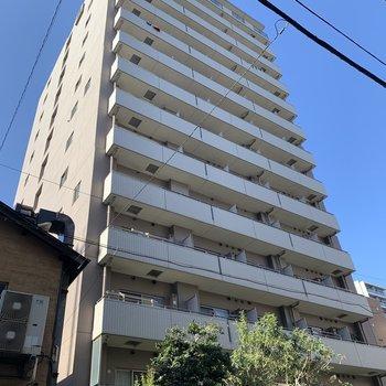14階建ての建物です。