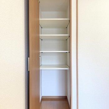 【洋室4.8帖】棚板を付け外しして賢く収納出来る!