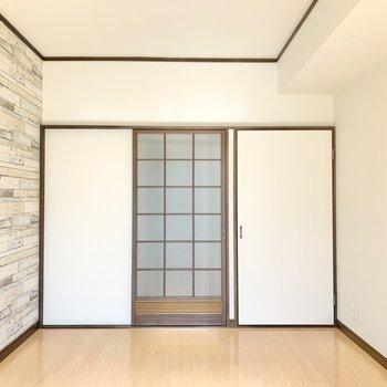 戸を閉めるとこんな具合。和モダン空間、わたし案外好きなんです。