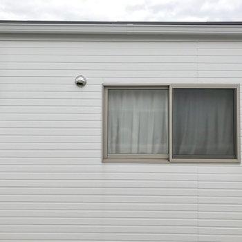 眺望はお向かいさんの窓です。視線は大丈夫かな…。