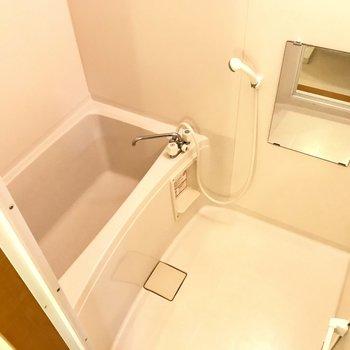 お風呂は狭さはありません。