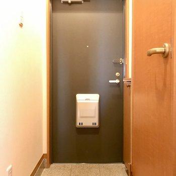 玄関はすこしコンパクトです。