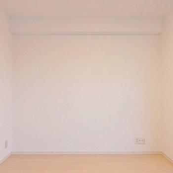 こっち側にベッドを置こうかな。(※写真は5階の反転間取り別部屋のものです)