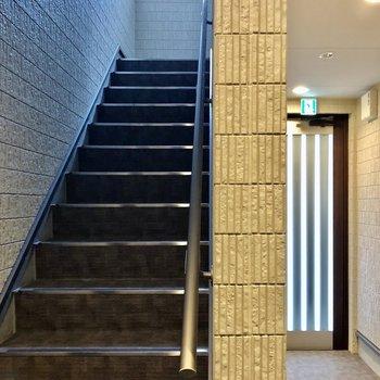 2階のお部屋までは階段で。内階段なので雨にも濡れません。