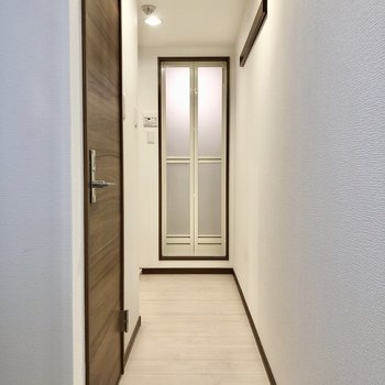 1階部分には水回りと玄関です。(※写真は清掃前のものです)