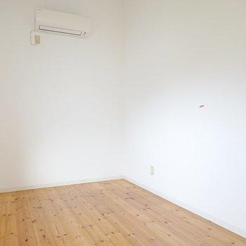【洋5】収納も装飾も無い空間。 集中するための書斎やワークスペースに。 (※写真はクリーニング前のものです。)