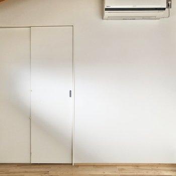 【洋室】エアコンの下にテレビを置こうかな。