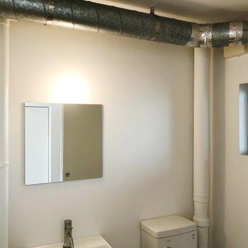 天井のむき出しパイプに、きゅん。※写真はクリーニング前のものです
