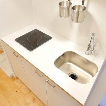 すっきりとしたデザイン。調理スペースも確保されています。