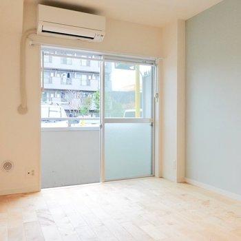家具をレイアウトしやすいシンプルな居室!
