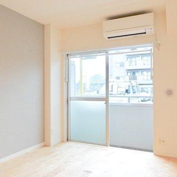 家具をレイアウトしやすいシンプルな居室