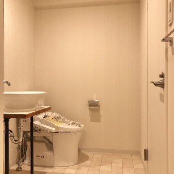 トイレもこちらに。