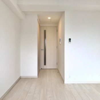 細長いので、ある程度家具の配置を決めやすいですね。