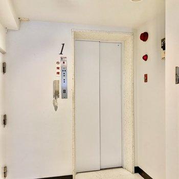 お部屋にはエレベーターで上がれます。