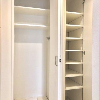 靴箱と、洗濯機置場。※写真は1階の同間取り別部屋のものです