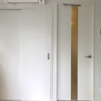 キッチンとはちゃんとドアで仕切ることができます。※写真は1階の同間取り別部屋のものです