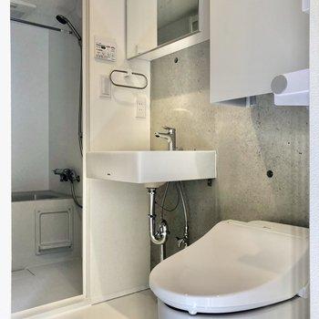 トイレは温水洗浄付きです※写真は2階の同間取り別部屋のものです