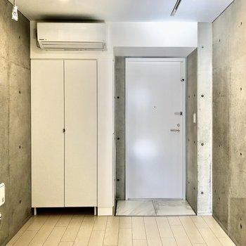照明が多く暖かさもある空間でした※写真は2階の同間取り別部屋のものです