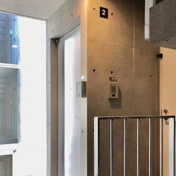 共用部はコンパクトになっていました※写真は2階の同間取り別部屋のものです