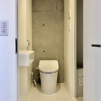 トイレは温水洗浄付きです