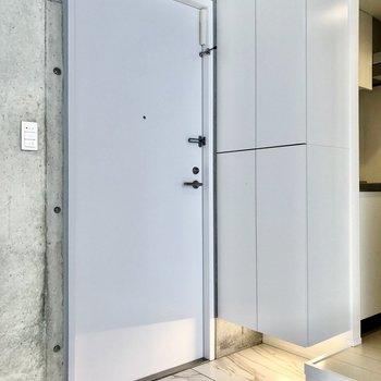 玄関はフラットなタイプです