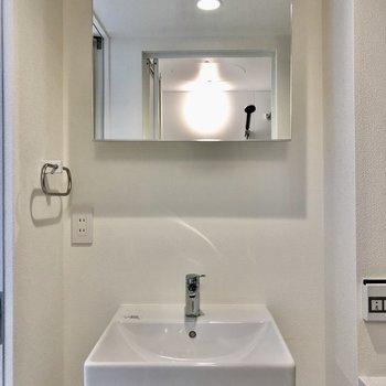 コンパクトでかわいい洗面台です