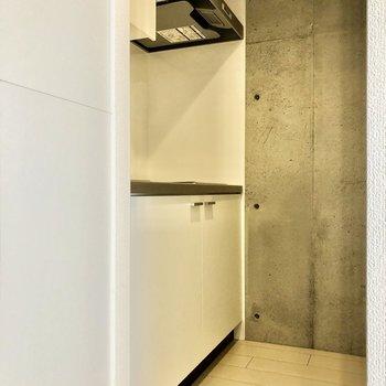 キッチンはシンプルに白色