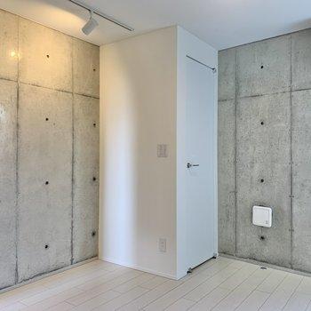 あんなところにどこでも扉が。※写真は2階の同間取り別部屋のものです