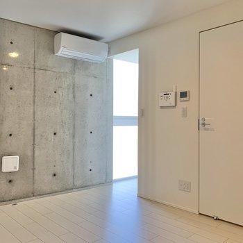 奥に行ってみましょう。※写真は2階の同間取り別部屋のものです