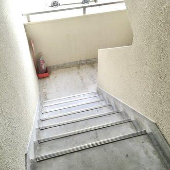 3階までは階段で!頑張りましょう〜!