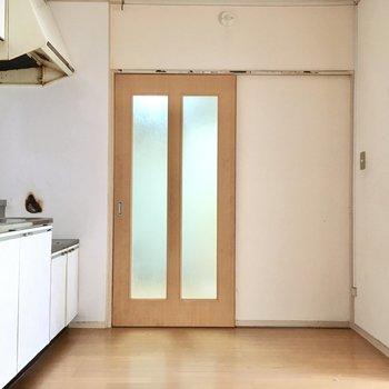 ドア付近は出入りが多そうだからスッキリさせておきたいね。(※写真は清掃前のものです)