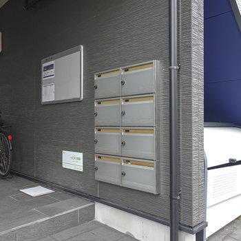 メールボックスはお部屋ではなく、1階の共用部にあります。