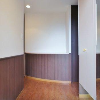 お洒落な玄関スペース。※写真は、3階の同タイプのもの