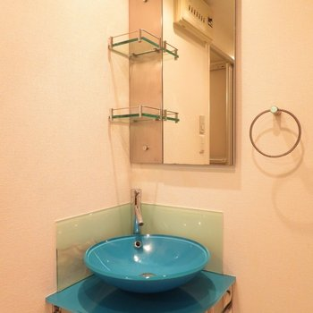 このデザイン性の高い洗面台で毎日の身だしなみを
