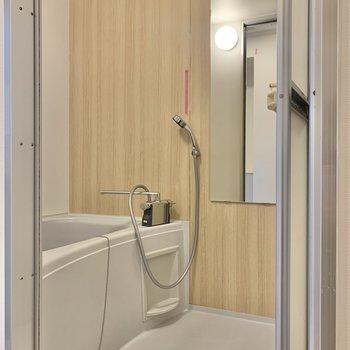 温かい雰囲気の浴室。※写真はクリーニング前