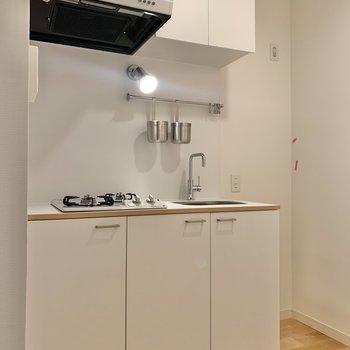 キッチン横のスペースに冷蔵庫が置けますね。※写真はクリーニング前