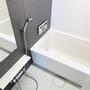 追焚機能、浴室乾燥機・テレビ付きのバスルーム。