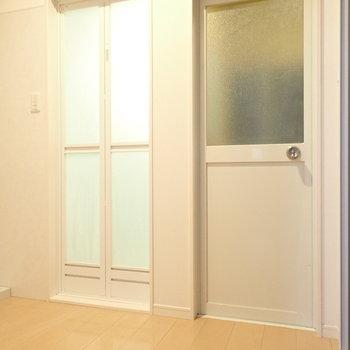 そしてお風呂のとなりに扉があって開けると…※写真と文章は別部屋・類似間取りのものです。