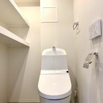 温水洗浄機付きのトイレです
