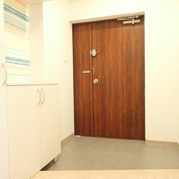 玄関はひろびろ!たくさんの来客があっても対応できます。