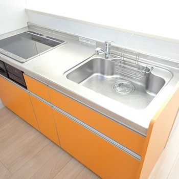 オレンジ色のキッチン!元気の出るお料理を!