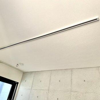 ライティングレールでお部屋を照らします※写真は3階の同間取り別部屋のものです