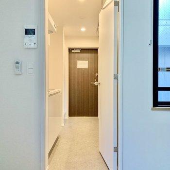中扉で脱走防止にも配慮されています※写真は3階の同間取り別部屋のものです